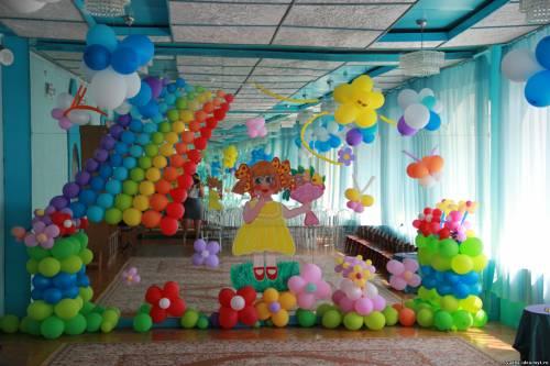 оформление детского сада для выпускного в Новокуйбышевске: радуга, стойки из воздушных шаров, солнышко, ромашки и...
